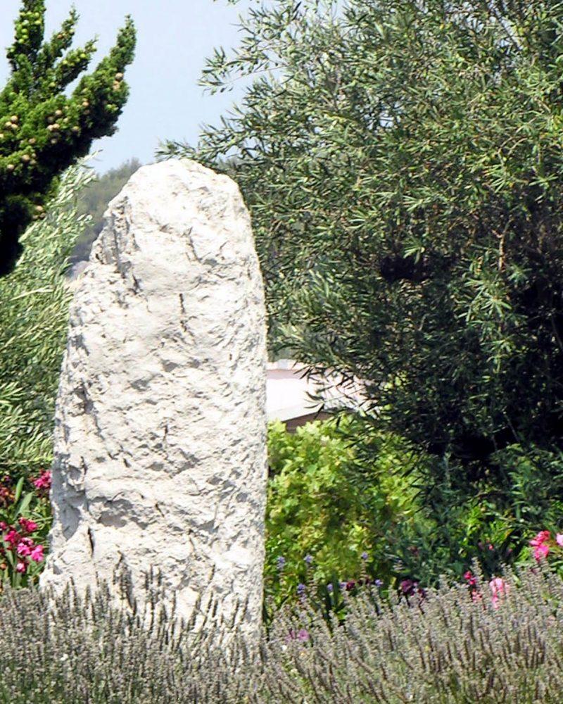 La Pierre Plantée servait probablement de repère saisonnier pour les Salyens.
