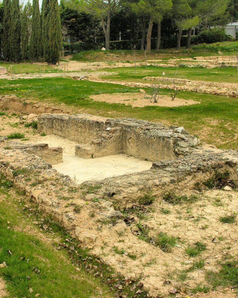 De la villa gallo-romaine, il ne reste aujourd'hui plus que les thermes et les fondations deu bâtiment résidentiel.